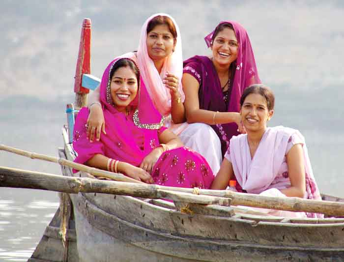 india_colourful_ladies