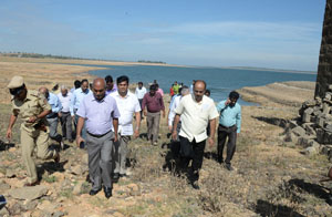 Central study team visted KRS dam, to study the water resources available in the dam, at KRS  Dam,  Sriranagapattana Taluk on Saturday October 08, 2016. -Photo / DH PV PHOTOS