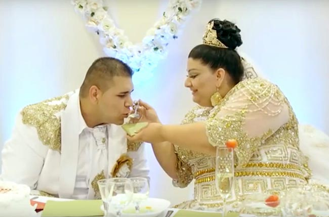 Slovakian gypsy wedding with bride showered with gold and 500 euro notes went viral in Slovakia and Russia