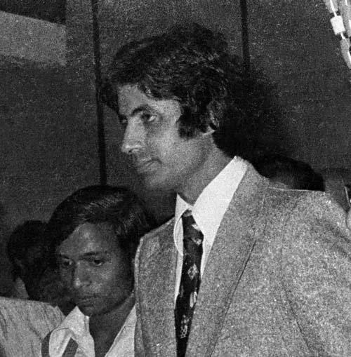 Deewar Hindi film heros  Amitab Baccan and Shashi Kapoor at  Film  Party  in Bangalore_ Film producer Mr Mandre _right_  14-3-1975