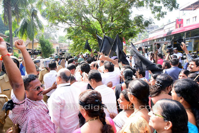 tippu-jayanti-protest_17