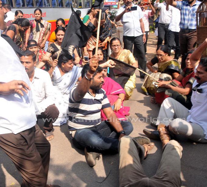 tippu-jayanti-protest_29