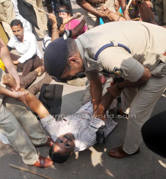tippu-jayanti-protest_34