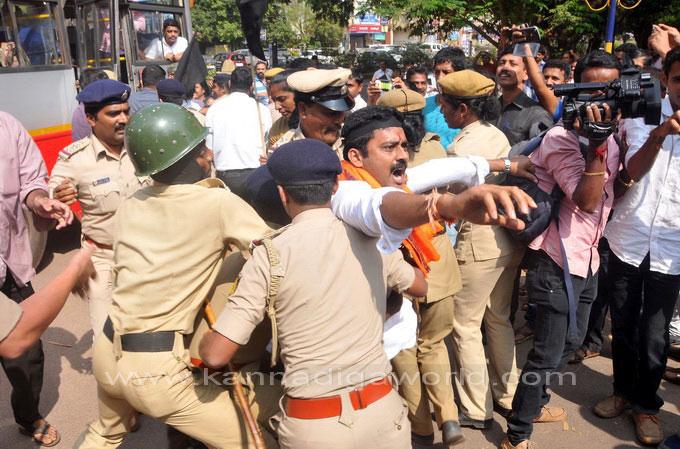 tippu-jayanti-protest_37