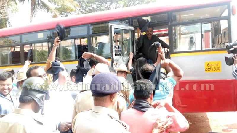 udupi_tippujayanthi_protest-3