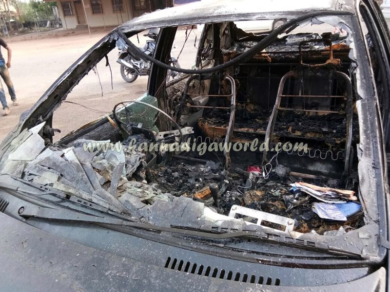 car_catches_fire-at-udupi-2