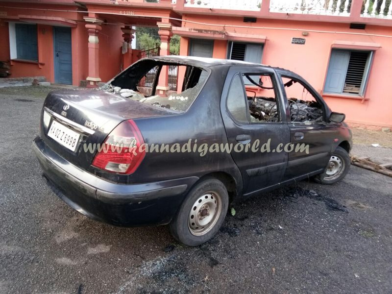 car_catches_fire-at-udupi-3