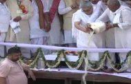 ಹರಿದ್ವಾರದ ಹರ್ ಕಿ ಪೌರಿ ಪ್ರದೇಶದಲ್ಲಿ ಗಂಗಾನದಿಯಲ್ಲಿ ವಾಜಪೇಯಿ ಚಿತಾಭಸ್ಮ ವಿಸರ್ಜನೆ