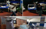 ಪ್ರವಾಹ ಪೀಡಿತರ ನೆರವಿಗೆ ಅಕ್ಕಿ ಮೂಟೆ ಹೊತ್ತ ಐಎಎಸ್ ಅಧಿಕಾರಿ