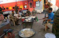 ಹಸಿವೆನಿಂದ ಬಳಲಿ, ರೈಲು ನಿಲ್ಲಿಸಿ ಅಡುಗೆ ಮಾಡಿದ 1500 ಸೈನಿಕರು