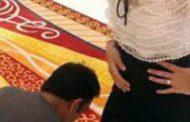 ಧೋನಿ ಪತ್ನಿ ಕಾಲಿಗೆ ಚಪ್ಪಲಿ ಹಾಕುತ್ತಿರುವ ಫೋಟೋ ಸಖತ್ ವೈರಲ್