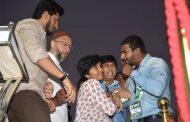 CAA ವಿರುದ್ಧದ ಪ್ರತಿಭಟನೆ ವೇಳೆ 'ಪಾಕಿಸ್ತಾನ್ ಜಿಂದಾಬಾದ್' ಘೋಷಣೆ ಕೂಗಿದ ಯುವತಿಯನ್ನು ಹೊರದಬ್ಬಿದ ಸಂಘಟಕರು; ವಶಕ್ಕೆ ಪಡೆದು ಕರೆದೊಯ್ದ ಪೊಲೀಸರು